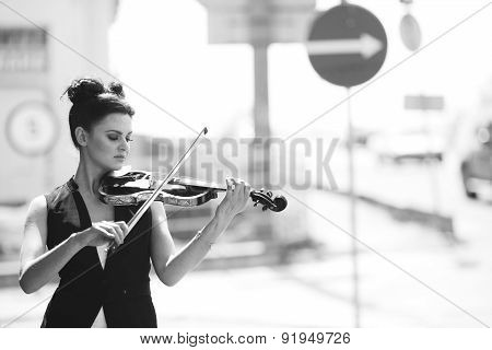 girl posing with violin in hand