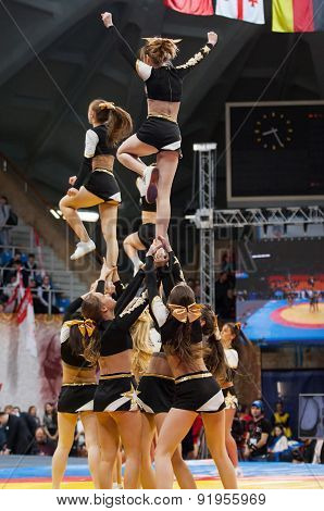 Acrobatic Jump Show Cheerleaders