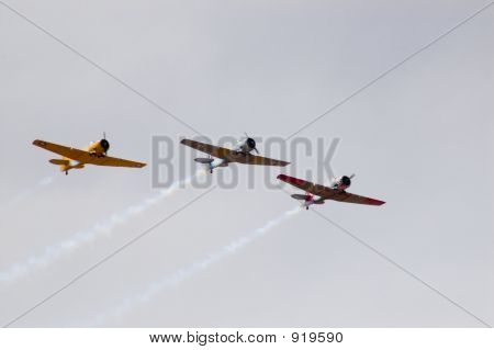 Harvard T-6 Formation Flying
