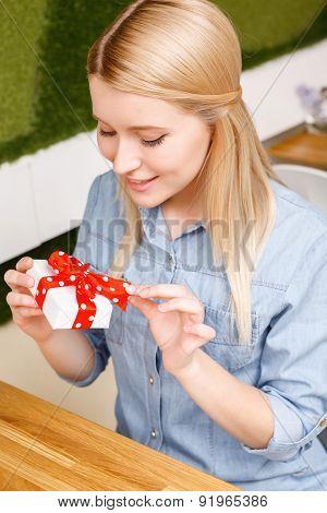 Blond holding little present woman