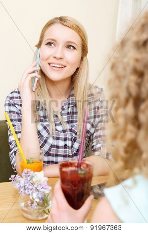 Young smiling girl talking per mobile phone