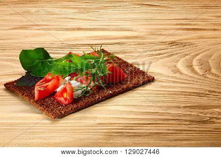 Bread Crisp With Tomato, Cheese And Arugula
