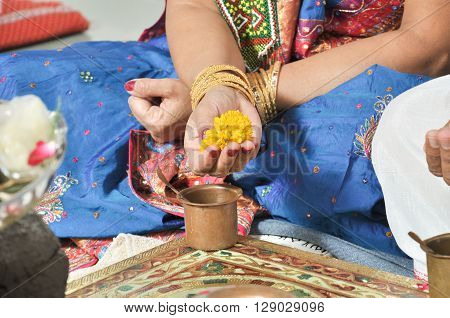 A Indian women Hand Perfoming indian Rituals