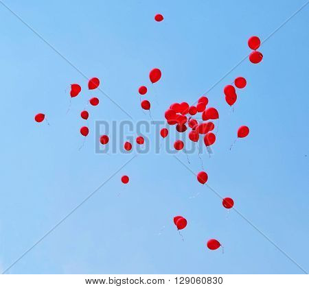 Balls, red balls, balls in the sky, blue sky, balls fly, gel balls, holiday