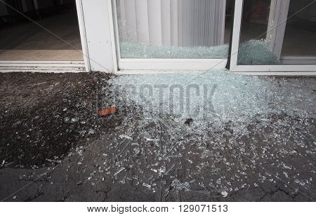 Glass on the aphalt from a sliding door used for a break in