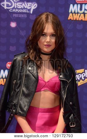 LOS ANGELES - APR 29:  Kelli Berglund at the 2016 Radio Disney Music Awards at the Microsoft Theater on April 29, 2016 in Los Angeles, CA