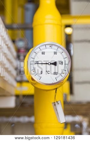 Temperature gauge for monitor temperature of oil and gas pipe line
