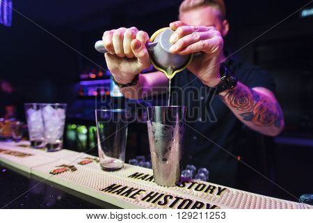 SMOLENSK - 4 OCT: bartender preparation alcoholic cocktail in night club on October 4, 2015 in Smolensk, Russia.