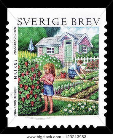 SWEDEN - CIRCA 2005 : Cancelled postage stamp printed by Sweden, that shows Summer in the garden.