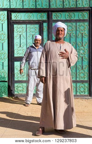 DARAW, EGYPT - FEBRUARY 6, 2016: Local men at Daraw market.