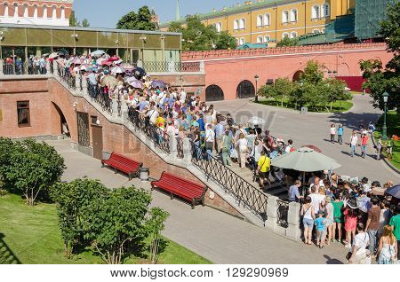 Moscow, Russia - August 11, 2015: Huge Queues In The Summer In The Moscow Kremlin Museums
