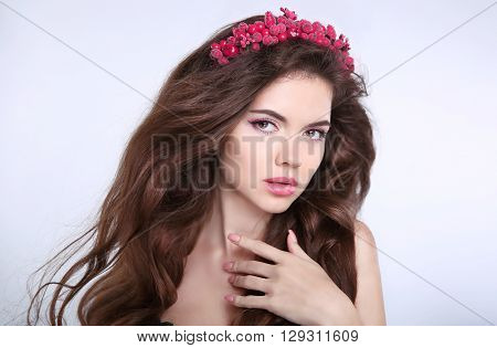 Beauty Makeup. Beautiful Young Woman With Chaplet In Head, Skin Care, Sensual Lips, Healthy Brown Lo