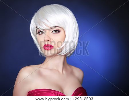 Makeup. Bob Hairstyle. Fashion Beauty Blond Girl. Makeup.  White Short Hair. Face Eyeshadows Make-up
