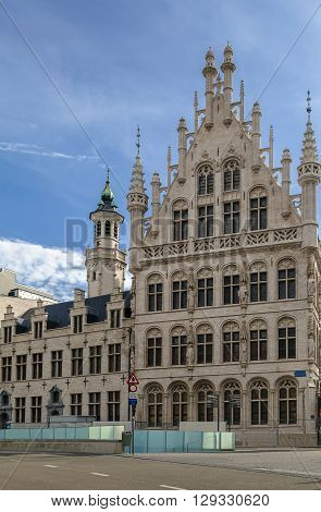 Tafelrond (round table) is a gothic building on the Grote Markt in Leuven which was built between 1480 and 1487 and demolished in 1818