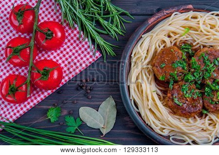 Meat balls beef with tomato sauce and spaghetti close-up
