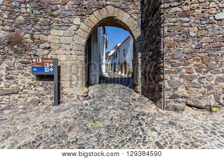 Entrance of the Town gate in the medieval Castelo de Vide fortifications. Castelo de Vide, Portalegre, Alto Alentejo, Portugal