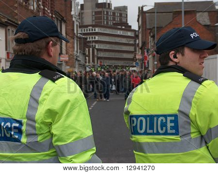 Riot Police face UAF protestors in Luton, UK
