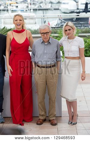 CANNES, FRANCE - MAY 11: Blake Lively , Woody Allen and Kristen Stewart attend the 'Cafe Society' photocall 69th annual Cannes Film Festival at Palais des Festivals on May 11, 2016 in Cannes, France.