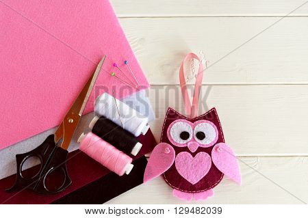 Burgundy felt owl. Nice children's toy. Felt sheets, scissors, thread, needles, pins - sewing kit