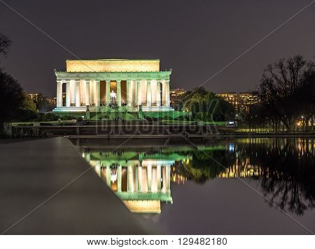The Lincoln memorial reflected in the reflecting pool