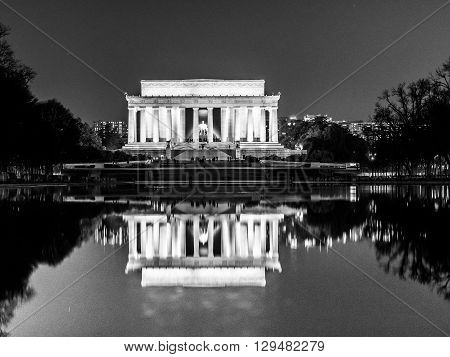 Reflections of the Lincoln memorial in the reflecting pool