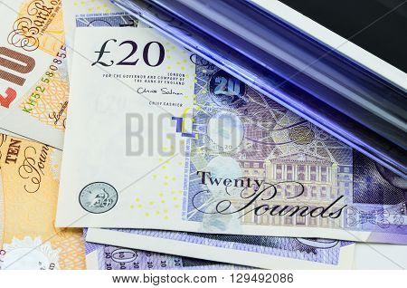 Handheld UV light over 20 pound banknotes