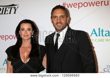 LOS ANGELES - MAY 12:  Kyle Richards, Mauricio Umansky at the Power Up Gala at the Beverly Wilshire Hotel on May 12, 2016 in Beverly Hills, CA