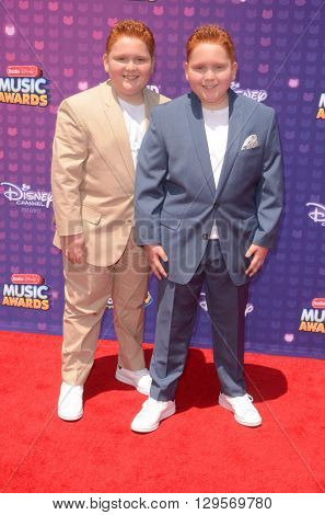 LOS ANGELES - APR 29:  Matthew Royer, Ben Royer at the 2016 Radio Disney Music Awards at the Microsoft Theater on April 29, 2016 in Los Angeles, CA