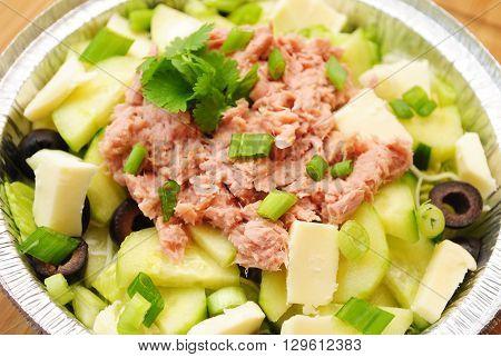 Fresh Vegetable Salad with Flaked Tuna on Top