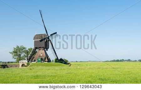 Drainage mill in the Dutch village of Streefkerk which was built before the year 1751; now no longer in use as such but still capable to grind.