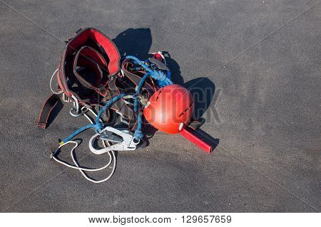equipment for work at height. Belay devices for industrial climbing, climbing, alpinism, high-altitude work: ascender, pulley, figure eight descender, carabiner, helmet, rope, safety harness belt. fall arrest system