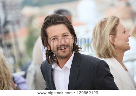 Jury member Diego Luna attends the Jury Un Certain Regard photocall during the 69th annual Cannes Film Festival at the Palais des Festivals on May 13, 2016 in Cannes, France.