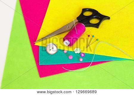 Thread, scissors, needle, pins, felt sheets, metal base for brooches. Set for a felt brooch.