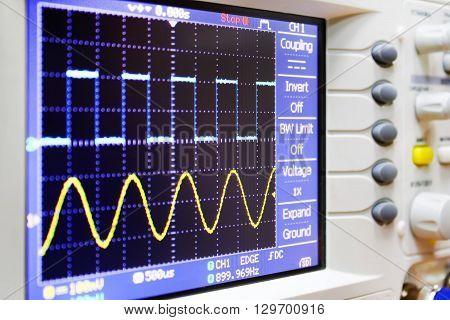 wave on oscilloscope  probe arm sinus  signal