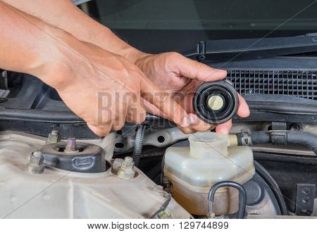 Check brake fluid inlet Car maintenance Check car yourself Check brake fluid self.