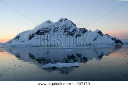 Mountains & Glaciers Reflected