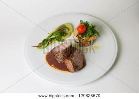 Mignon beef steak with potato garnish and sauce