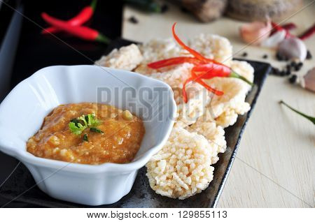 Close up Thai dip sauce with rice cracker on background