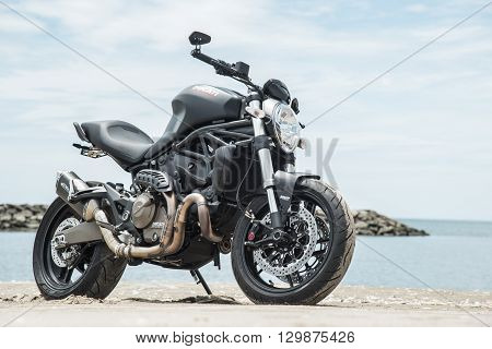 Matte Black Ducati Monster 821