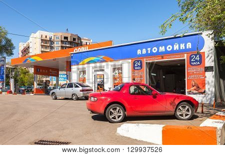 SAMARA RUSSIA - MAY 14 2016: Cars standing in line at the car wash near the gas station Olvi in sunny day