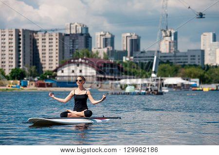 Sup Athletic Girl Yoga Meditation03