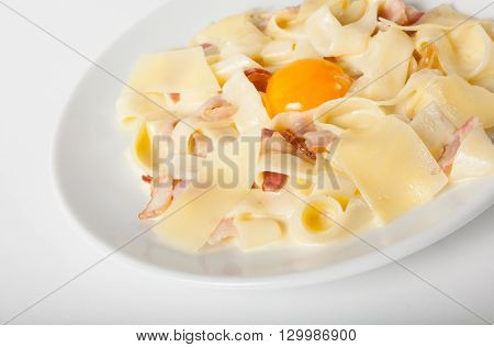 Plate of fresh carbonara pasta with bacon and egg