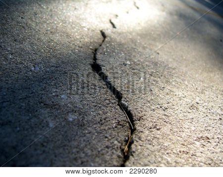 Eathquake Crack