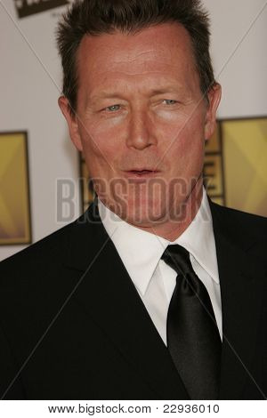 SANTA MONICA - JAN 9: Robert Patrick arrives at the11th annual Critics Choice Awards held at the Santa Monica Civic Center in Santa Monica, California on 9th January 2006