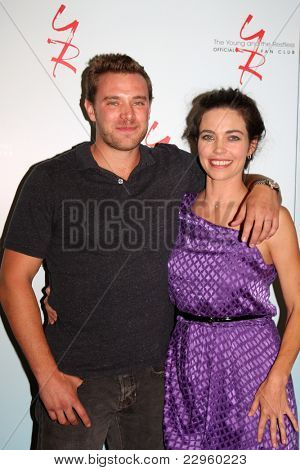 LOS ANGELES - AUG 26:  Billy Miller, Amelia Heinle attending the Young & Restless Fan Dinner 2011 at the Universal Sheraton Hotel on August 26, 2011 in Los Angeles, CA