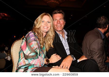 LOS ANGELES - AUG 26:  LauraLee Bell, Peter Bergman attending the Young & Restless Fan Dinner 2011 at the Universal Sheraton Hotel on August 26, 2011 in Los Angeles, CA