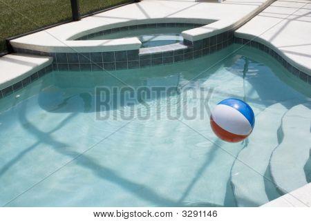 Bal In Water met stappen en Spa