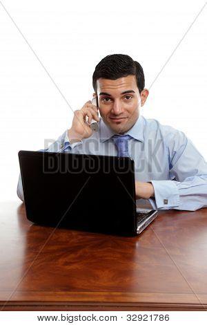 Empresário tomar uma chamada de telefone