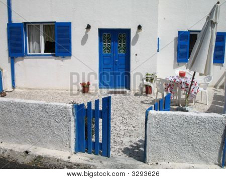 Old Home - Island Courtyard In Blue And White