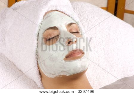 Spa Organic Facial Masque Full Application